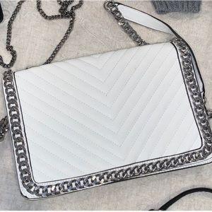 White chain crossbody bag
